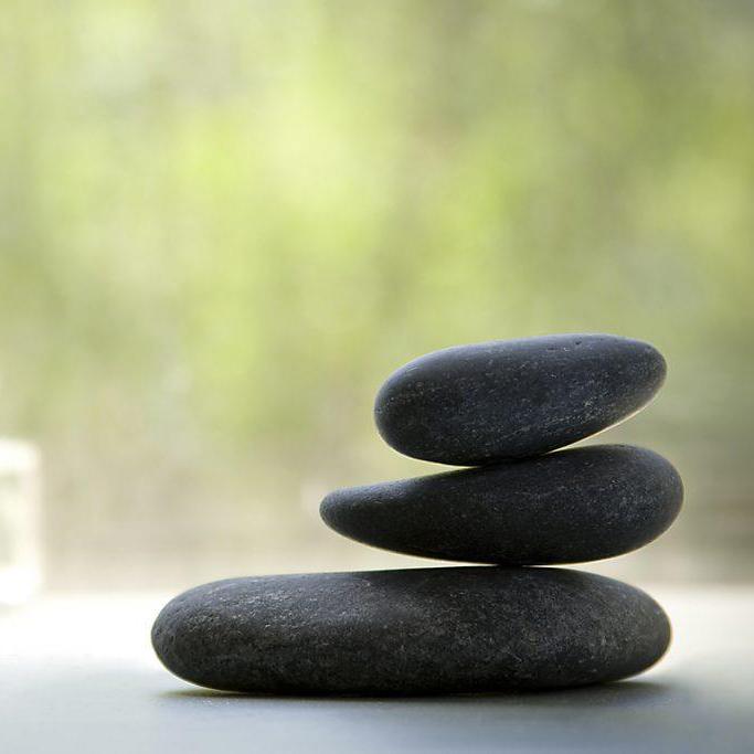 Μασάζ με ζεστές πέτρες